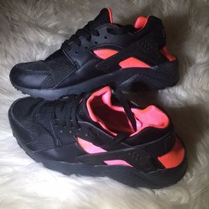 NIKE HURRACHES PINK AND BLACK